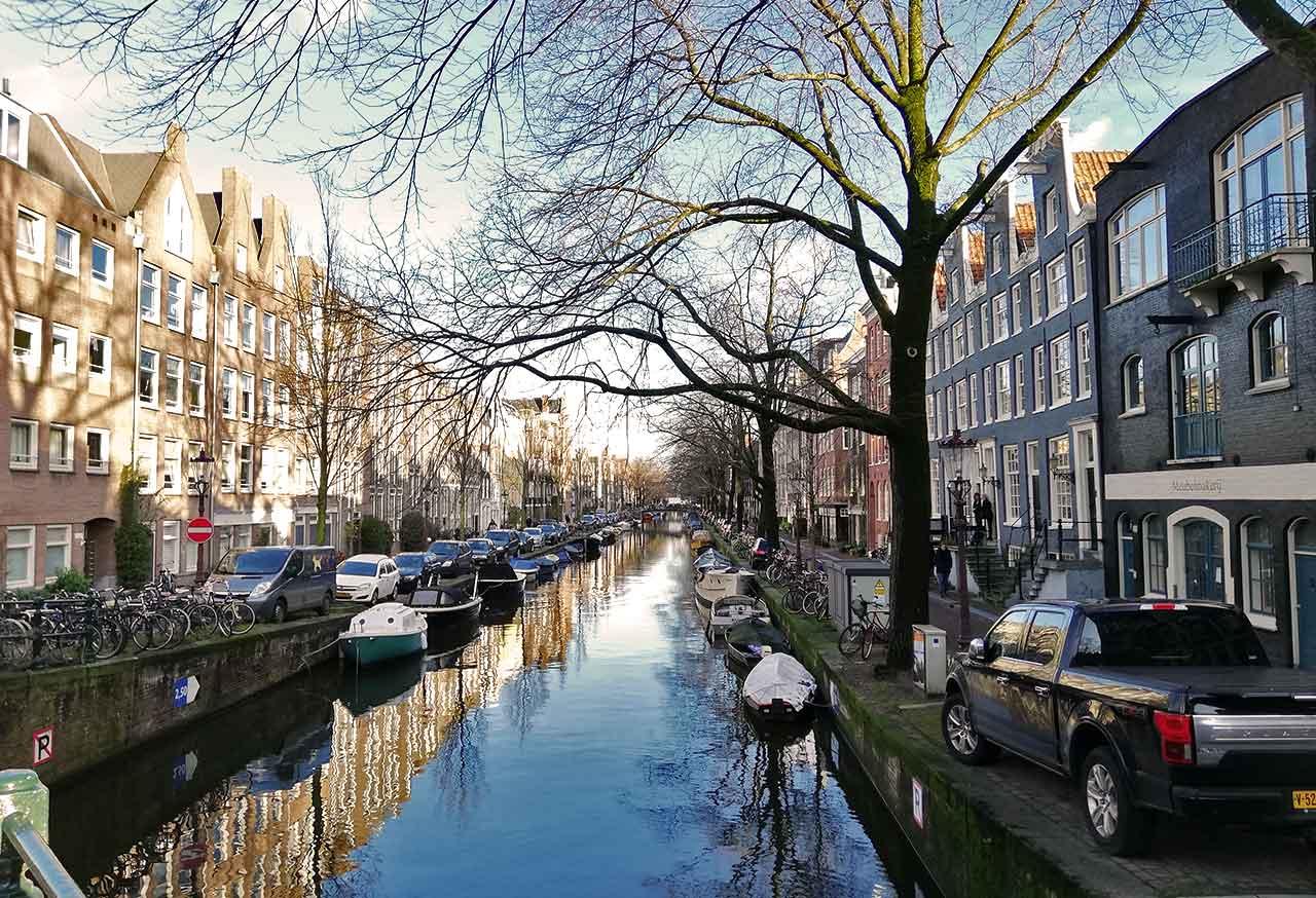 Hotels In Amsterdam Mit Gunstigen Und Kostenlosen Parkplatzen