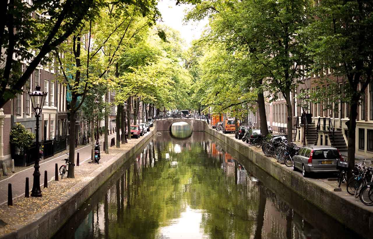 Parken in Amsterdam: Parkhäuser, Regeln & Kostenlos parken