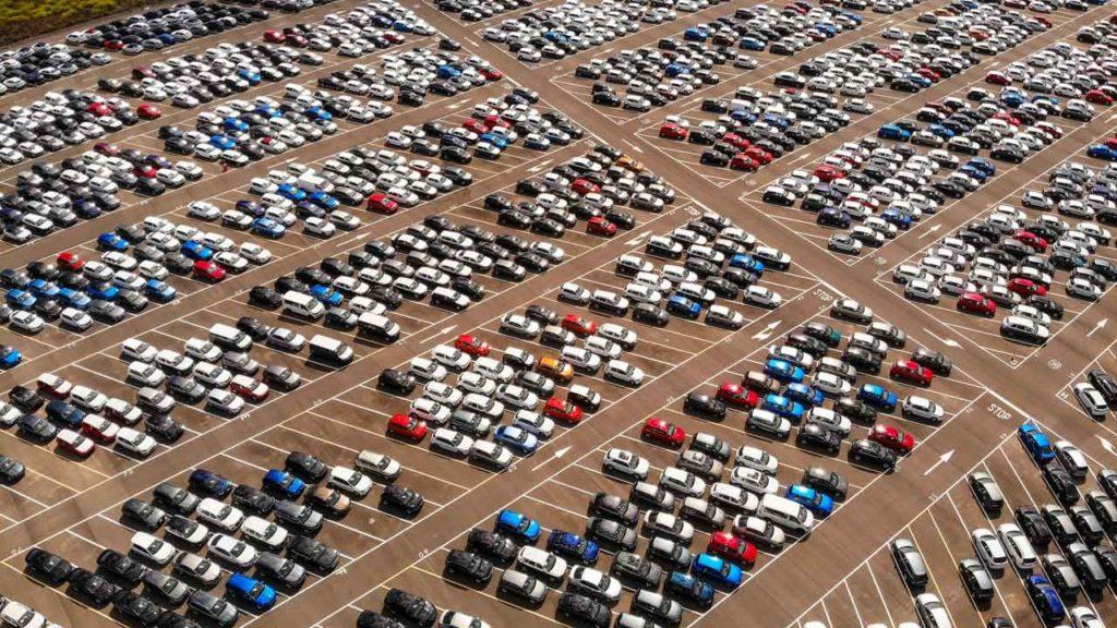 Parken am Flughafen Amsterdam Schiphol: Preise, Günstig & Infos