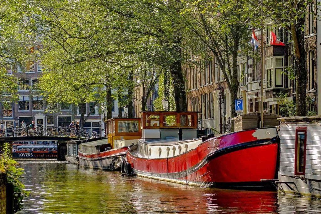 Parken am Kreuzfahrthafen Amsterdam: Anfahrt, Tipps & Infos